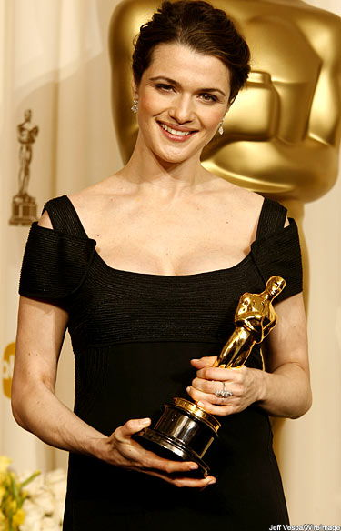 Rachel Weisz with her Oscar